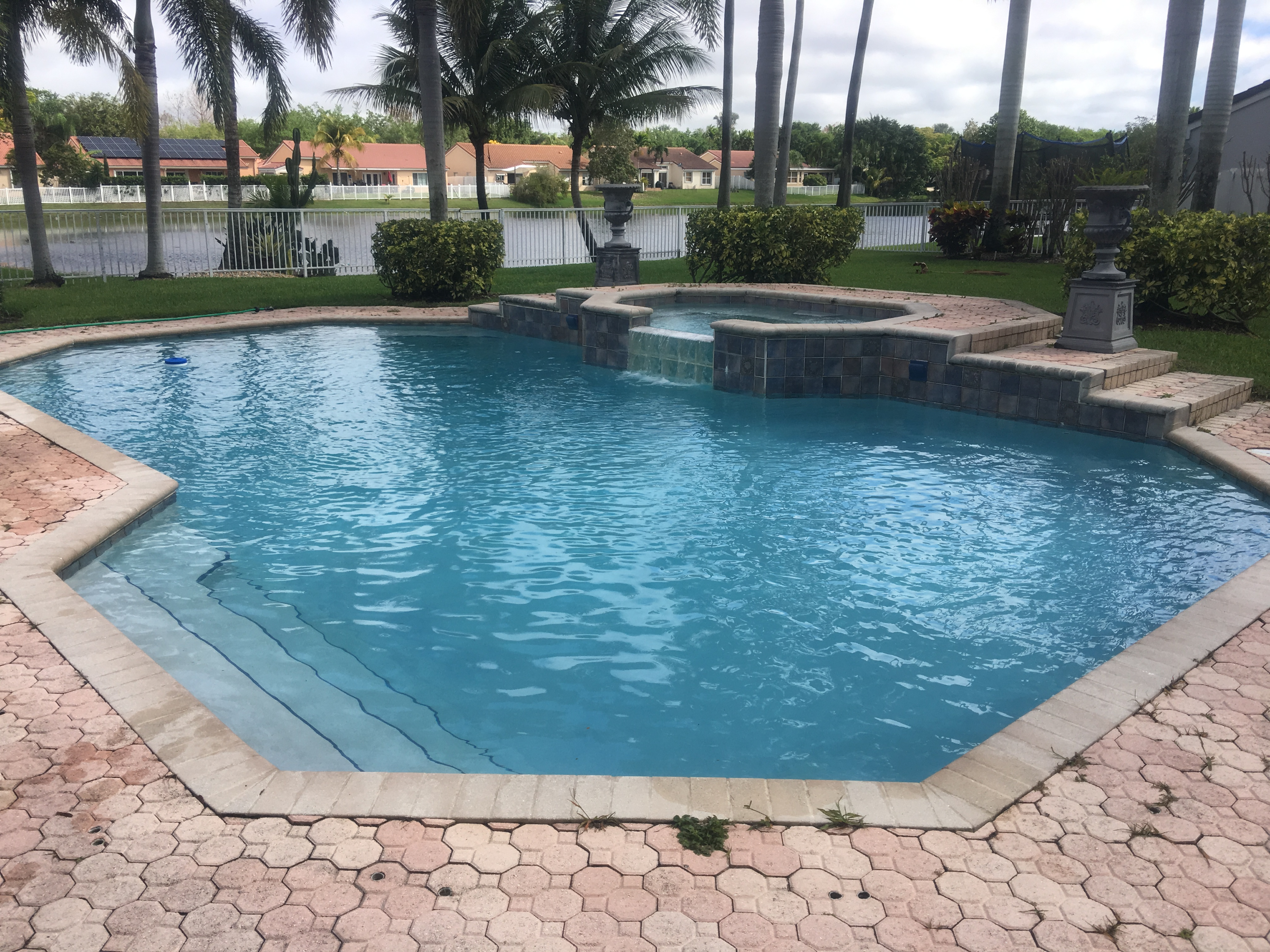 Professional pool cleaning services in South Florida